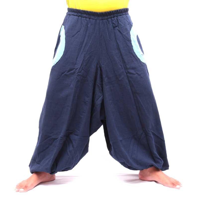 Pantalón baggy azul con 2 bolsillos laterales y aplicaciones de tela colorida
