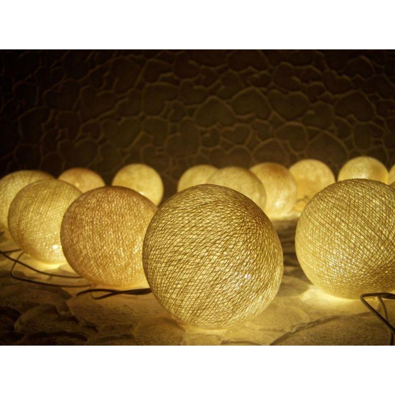 Party Lichterkette aus Baumwollkugeln, creme