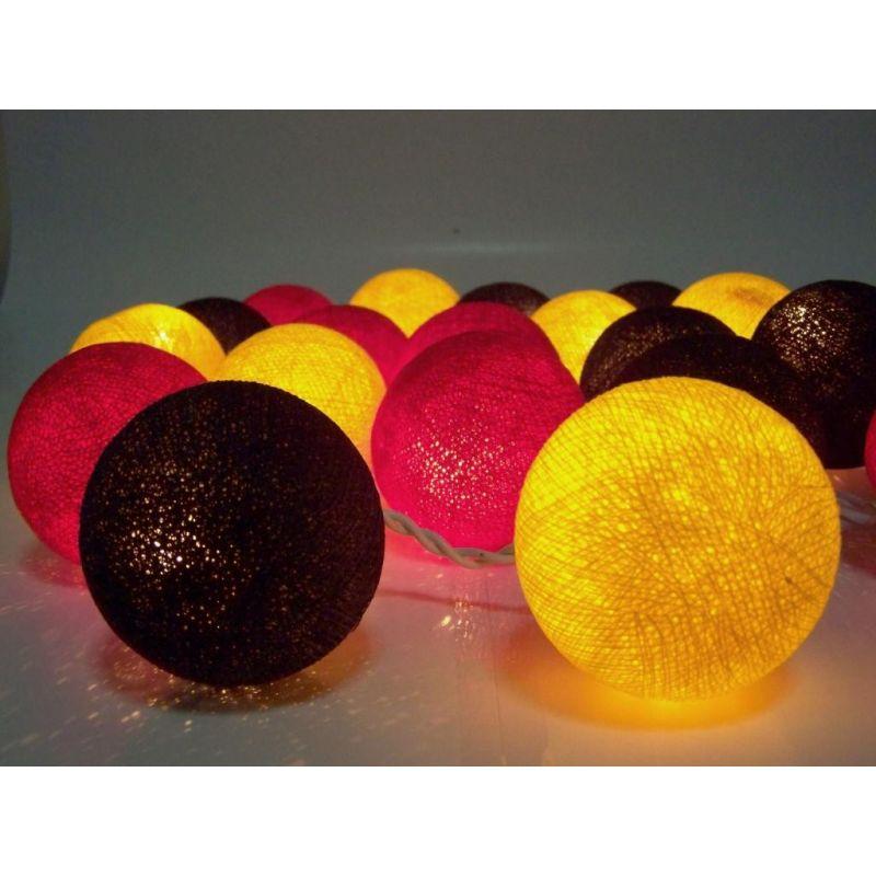 Luces de Navidad hechas de bolas de algodón, amarillo rojo negro